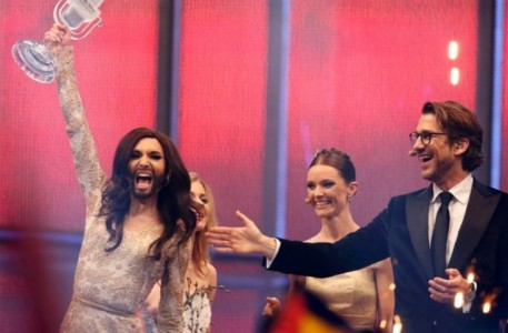 Conchita Wurst representing Austria celebrates after winning the grand final of the 59th Eurovision Song Contest in Copenhagen Foto |  REUTERS